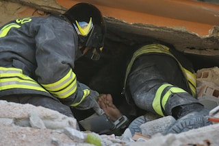 Il pompiere paura non ne ha. Ma il suo stipendio in Italia è da fame