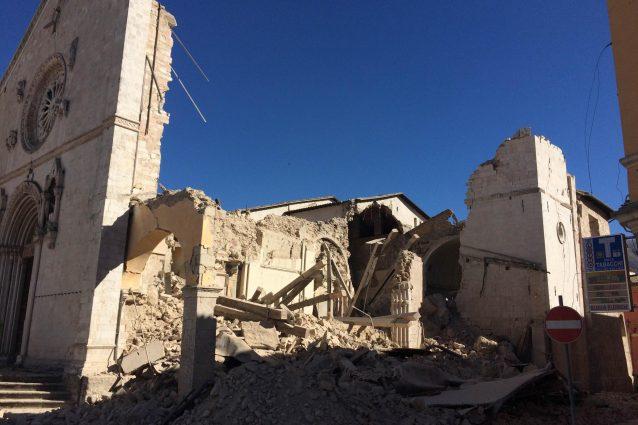 Terremoto, Crollata la cattedrale di Norcia