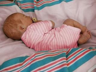 La bimba di 5 mesi soffocata da una busta è uscita dal coma: si valutano lesioni cerebrali