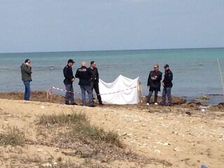 Macabra scoperta in spiaggia: cadavere a San Benedetto del Tronto
