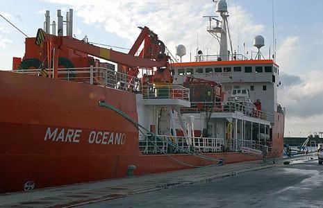 """La nave """"Mare Oceano"""" (oggi Denar 2) che effettuò i discussi rilievi per conto del Ministero dell'Ambiente il 22 settembre 2009"""