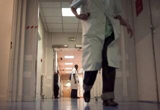 Messina, narcotizza una paziente in ospedale e la violenta: arrestato infermiere