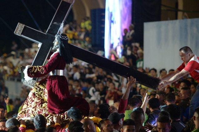Nelle Filippine l'ottanta per cento della popolazione è di religione cattolica (Foto Getty Images)