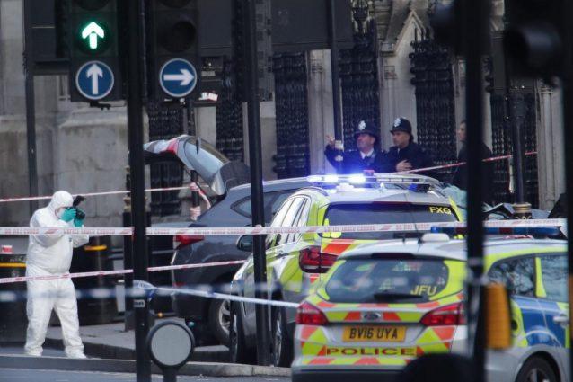 Londra, sparatoria davanti al Parlamento2