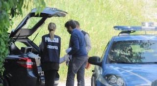 Giallo a Livorno, trovato cadavere di donna in un fossato: era avvolto in un sacco a pelo