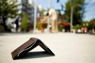 """Cervia, trova borsello con 2200 euro e lo restituisce. Il proprietario: """"C'è ancora gente onesta"""""""