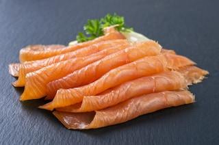 Presenza di Listeria, salmone affumicato ritirato dai negozi: l'annuncio del Ministero
