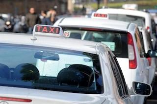 Green pass obbligatorio per chi guida il taxi: da quando e chi controlla