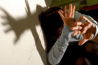 Botte e bruciature sull'ex fidanzata incinta: carcere a Livorno per un minorenne