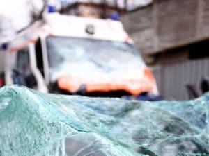 Firenze: esce dal pronto soccorso, ruba l'ambulanza e si schianta sulle auto in sosta