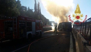 Camion in fiamme sull'A14 tra Grottammare e Pedaso, traffico in tilt e chilometri di coda