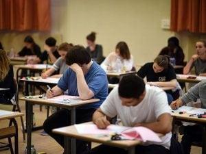 Studenti impegnati nell'esame di Maturità (Getty).