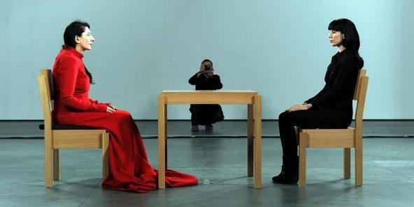 "Marina Abramović in ""The Artist is present"" al MoMa di New York nel 2010"