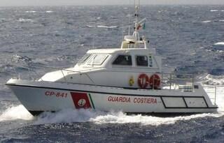 Genova, si tuffano in mare e scompaiono tra le onde: 2 dispersi, al via le ricerche