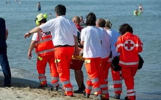 Sardegna, malore mentre fa il bagno: morto 63enne, il corpo portato a riva dai bagnanti