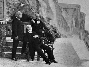 Victor Hugo insieme ad alcuni amici.
