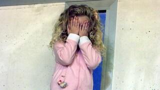 """Botte a bimba di 2 anni, baby sitter arrestata a Torino si difende: """"Sono punture di insetti"""""""