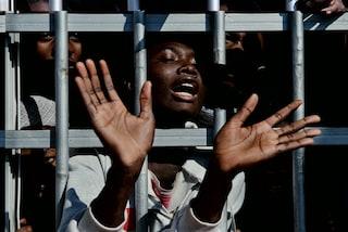 """98 rifugiati salvati dalla Libia e trasferiti in Italia. Unhcr: """"In migliaia hanno bisogno di aiuto"""""""