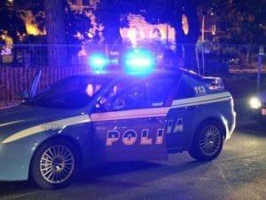 Ladro in fuga si getta nell'Arno: poliziotto e pallanuotista gli salva la vita, stava per annegare