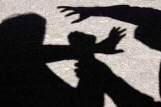 """Reggio Emilia, sequestrata in casa dal marito, picchiata e stuprata: """"Ti uccido come la cinese"""""""