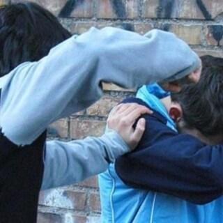 Torino: bimbo malato picchiato dai bulli. Gli hanno rotto il sondino dell'insulina