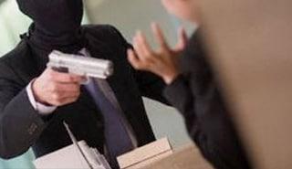 Lecce, nigeriano sventa una rapina in un supermercato; il titolare lo assume