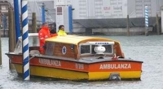 Venezia, barca si rovescia in laguna: in 4 rischiano di annegare, un ragazzo in codice rosso