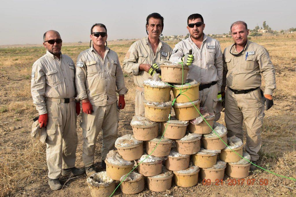 Esperti bonificando gli ordigni dell'Isis in Iraq (Steve Kosier/Swiss Foundation for Mine Action