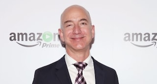 Bloomberg: Jeff Bezos l'uomo più ricco del mondo, Bernard Arnault supera Bill Gates