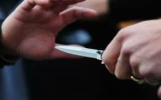 Agrigento, litiga con la moglie e la colpisce alla tempia con un coltello: arrestato 58enne