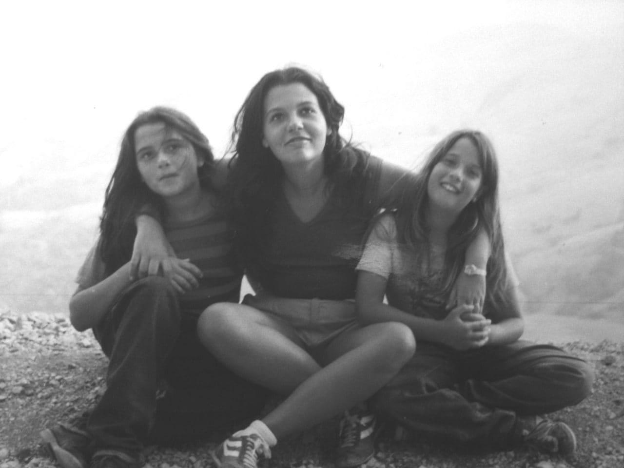 Emanuela a sinistra e Natalina al centro