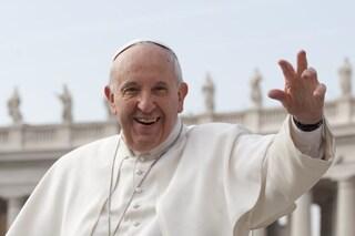 """Papa Francesco alle mamme durante la messa: """"Se bimbi hanno fame allattateli senza problemi"""""""
