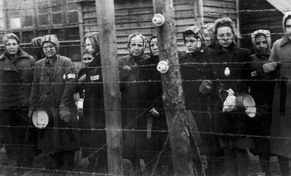 Le donne di Ravensbrück nel 1945.