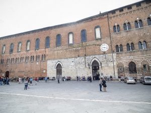 L'esterno di Santa Maria della Scala, Siena.