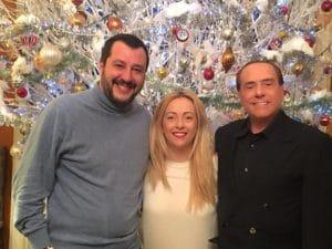 La foto pubblicata su Fb da Berlusconi