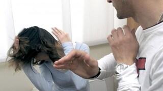 Chieti, picchiava la moglie se non gli preparava la cena e la costringeva a dormire per terra