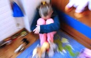 """""""Mamma ho mal di pancia"""", medici scoprono che la 11enne è stata violentata: arrestato nonno"""