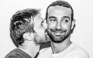 L'attivista gay rinviato a giudizio per un bacio in pubblico al marito