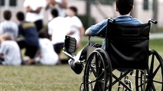 Omofobia: parente ruba soldi a un disabile per non permettergli di vivere con il compagno
