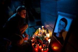 Il tributo a Jan Kuciak davanti alla sede del suo giornale (Gettyimages)