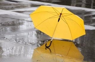 Previsioni meteo 13 aprile, ondata di maltempo al Centro-Nord: piogge e clima autunnale