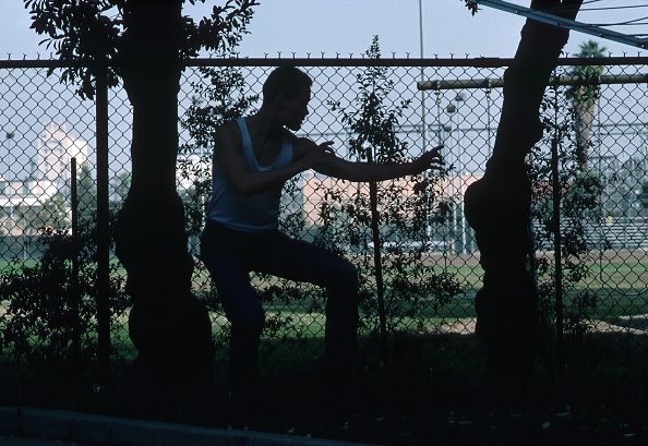 """L'attore Brandon Lee, morto giovanissimo sul set de """"Il Corvo""""."""