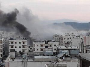 I bombardamenti su Afrin, la città siriana a maggioranza curda sotto attacco dell'esercito turco