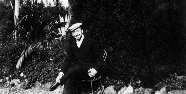 Gabriele D'Annunzio in una foto scattata da Eleonora Duse.