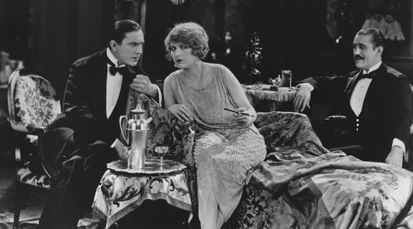Martha Mansfield sul set di un film del 1923 con Bela Lugosi.