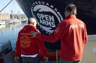 Migranti, Open Arms soccorre 52 persone: Salvini firma divieto di ingresso in acque italiane
