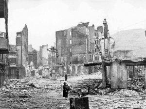 La devastazione provocata dal bombardamento di Guernica, 1937.