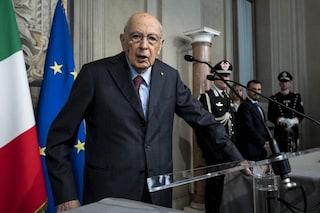 """Alessandro Di Battista contro Giorgio Napolitano: """"Si piegò in modo vile ai francesi"""""""