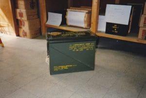 Una delle casse di proiettili all'uranio impoverito ritrovate nel 1994 nell'armeria di via Montagna Spaccata a Napoli