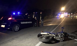 Ravenna, violento scontro moto-auto: centauro vola per decine di metri e muore, due feriti